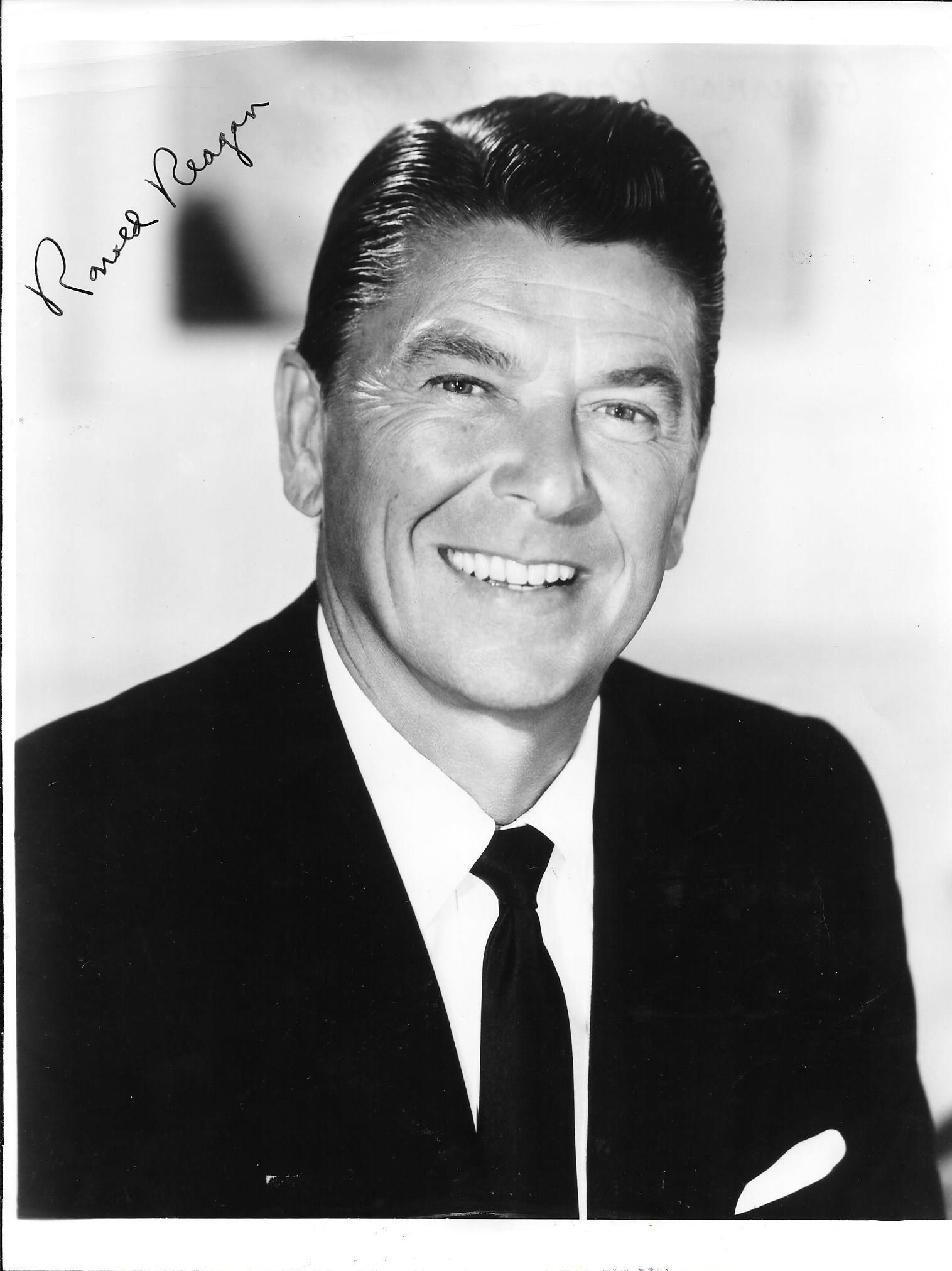 sample college ronald reagan essay in honor of the 10th annual ronald reagan symposium the robertson school of government is announcing a student essay